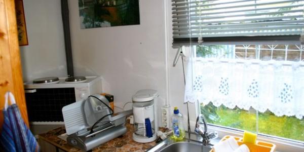 Hier ein Einblick in die komplett ausgestattete Küche